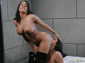 Angela Ashen spreads Luna Star's feet connected with infect the brush muddy added to shaved pussy