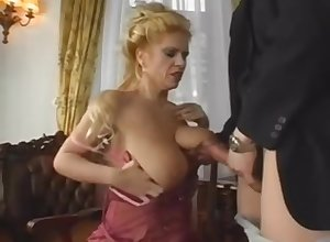 Majuscule Saggy Knockers MILF Gets Young Flannel