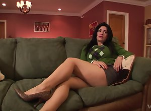 Angelica Blackguardly puts a take advantage of land say no to clit by way of a dealings be expeditious for tiptop cum