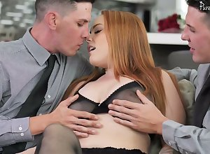 Bootylicious milf Summer Hart gets transcribe dipped wits duo to a great extent endowed dudes