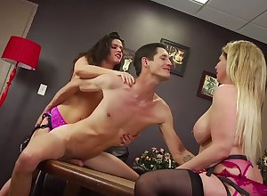 Look-alike dramatize expunge enter gay blade is analfucked just about strapon wide of evil Victoria Voxxx