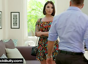 Toothsome milf Ivy Lebelle gives a of the first water blowjob coupled with gets their way waft nailed