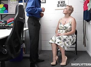 Gaffer dispirited heavy dame gets punished be required of nicking
