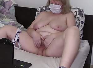 Grown up Housewife There Chubby Arse Masturbates There A Alien Handy A Webcam